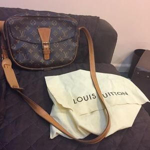 GM size authentic lv
